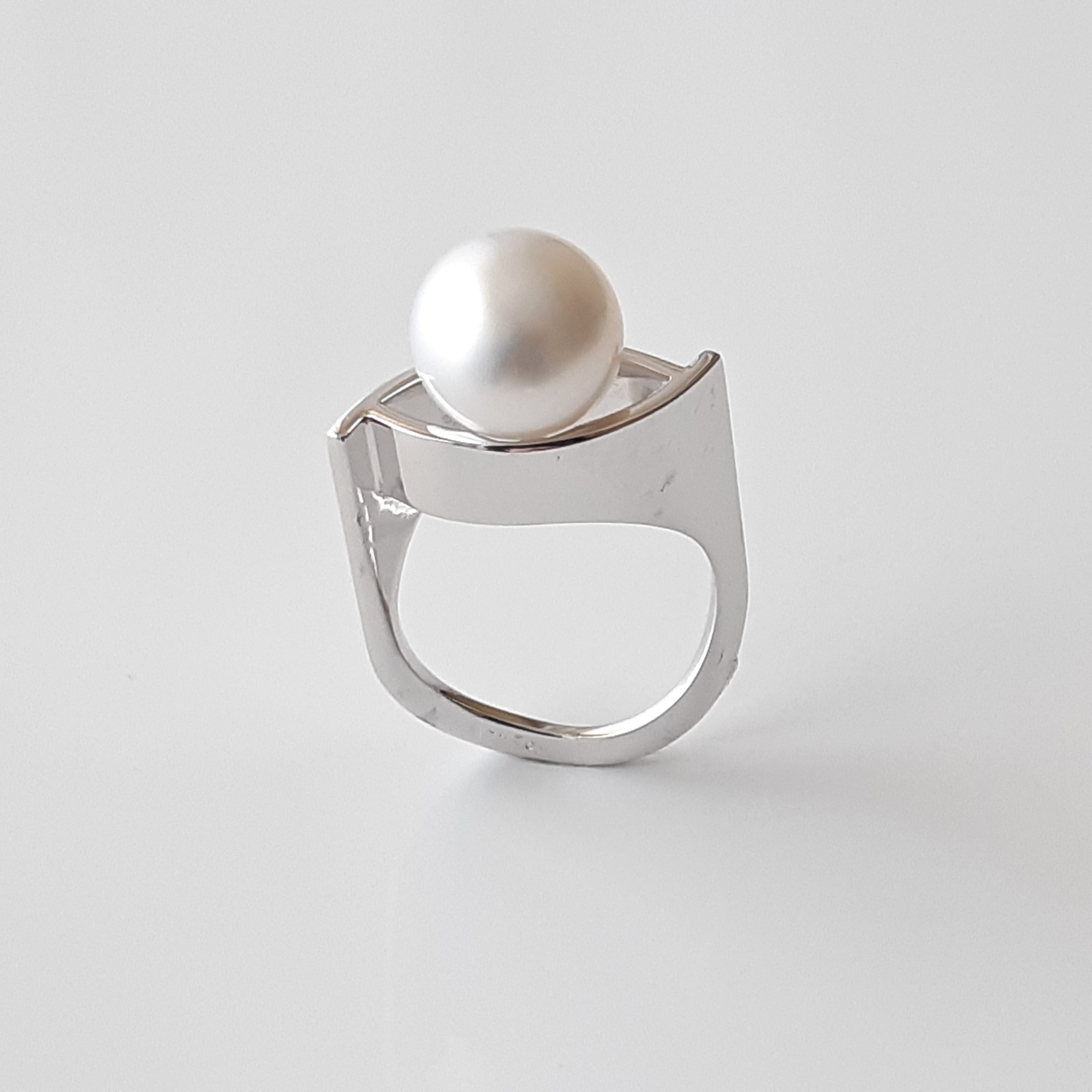 Sortija perla australiana 628