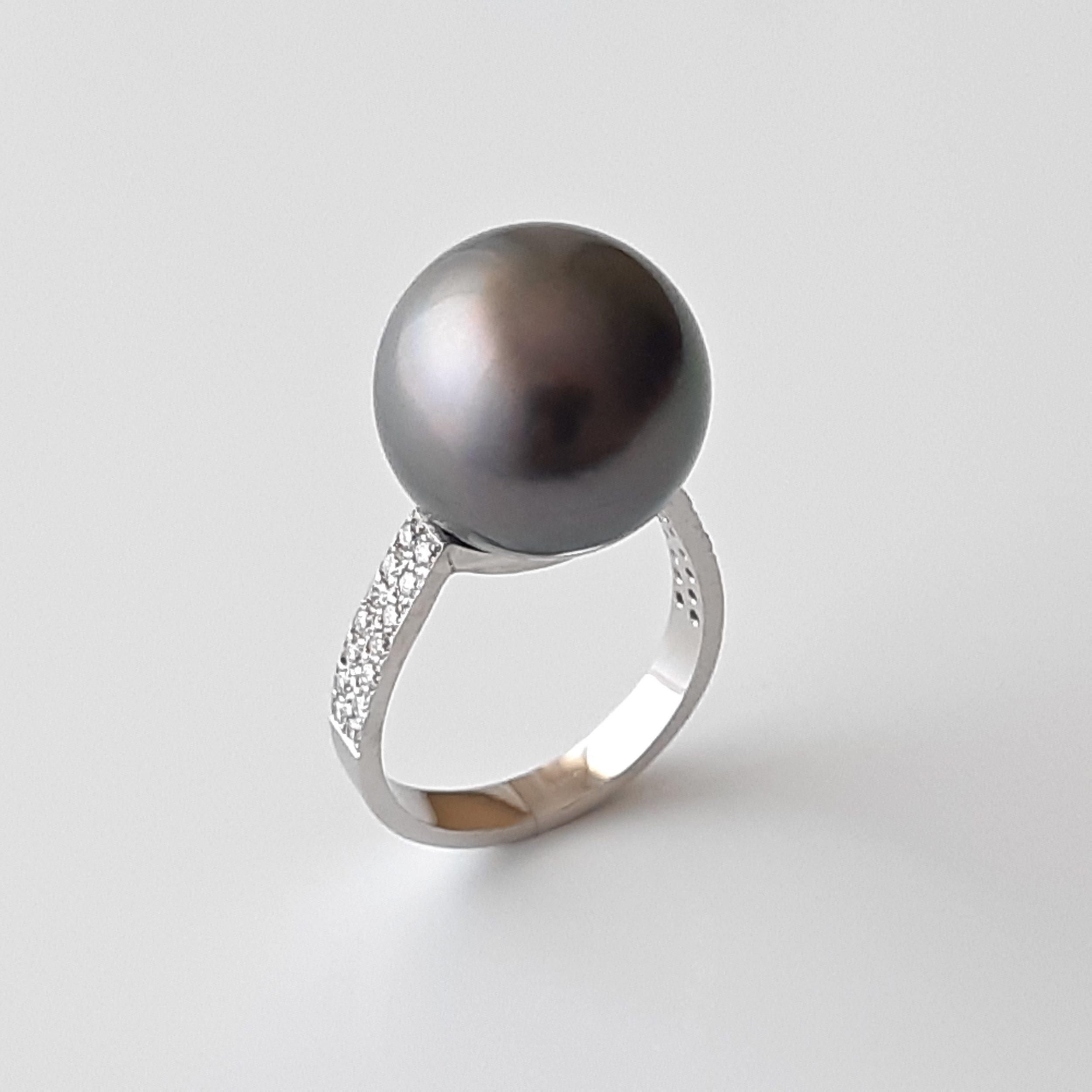 Sortija perla de Tahití y diamantes en platino 525