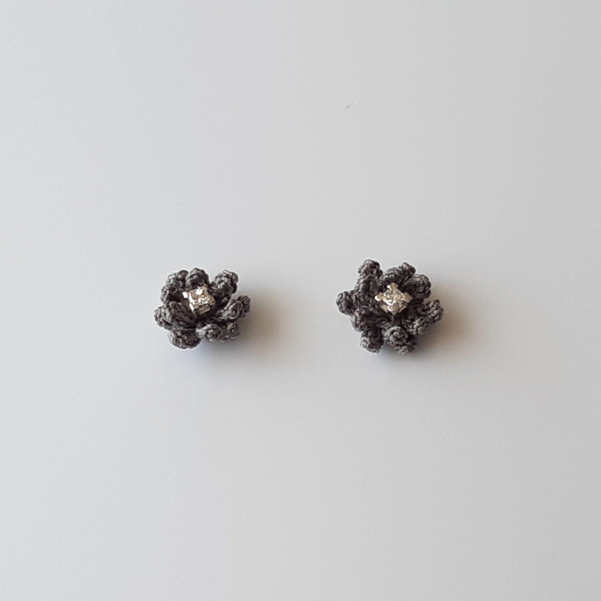 Pendientes de diamante y crochet
