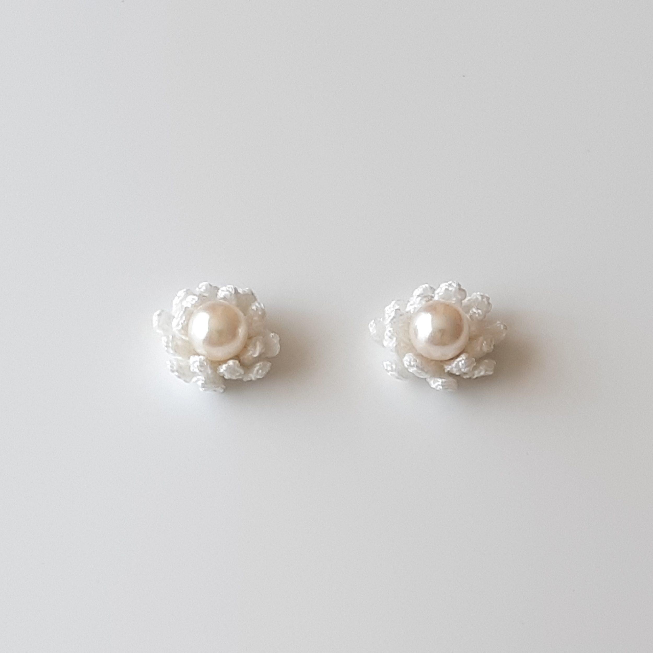 Pendientes de perlas de Japón y crochet