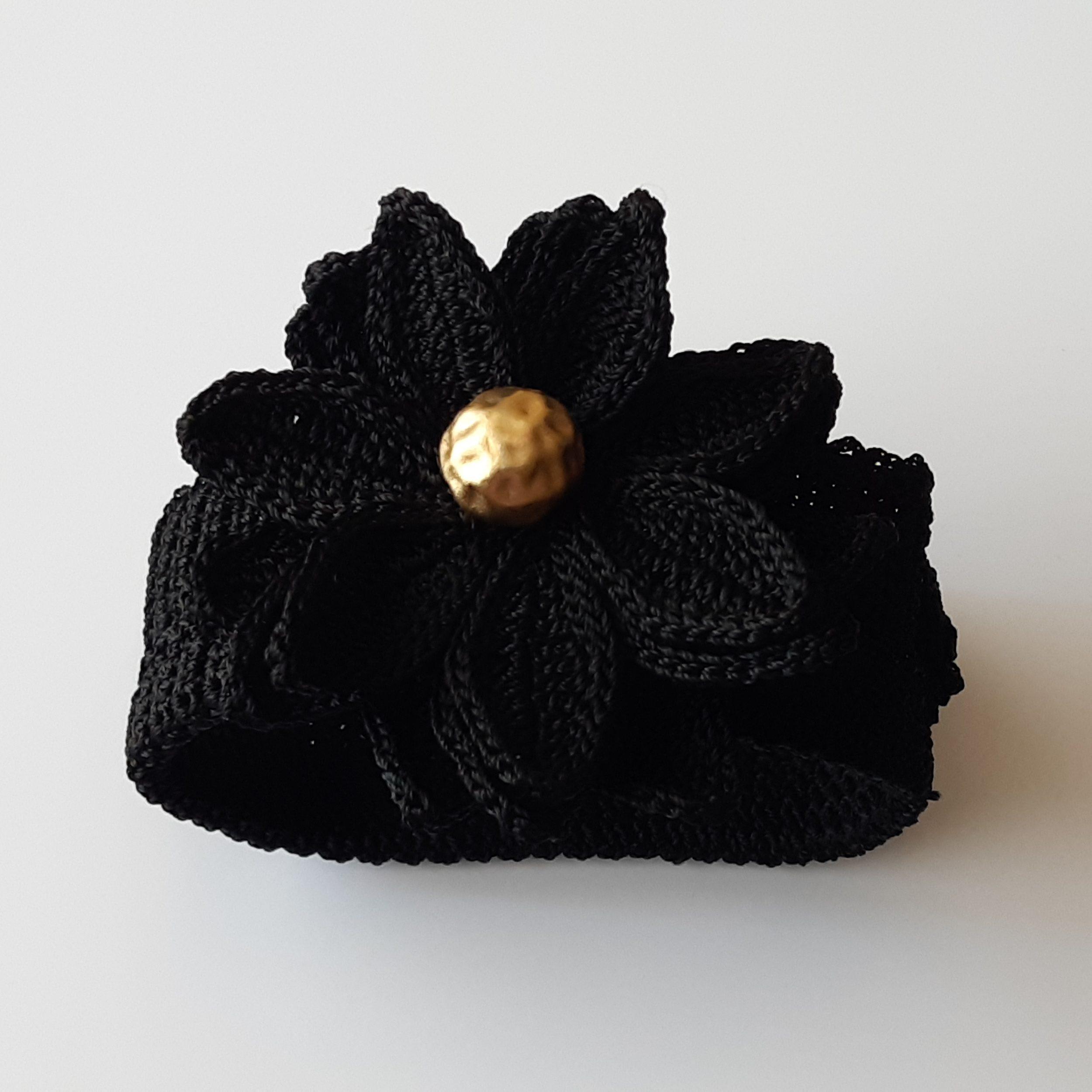 Brazalete de pepita de oro y crochet