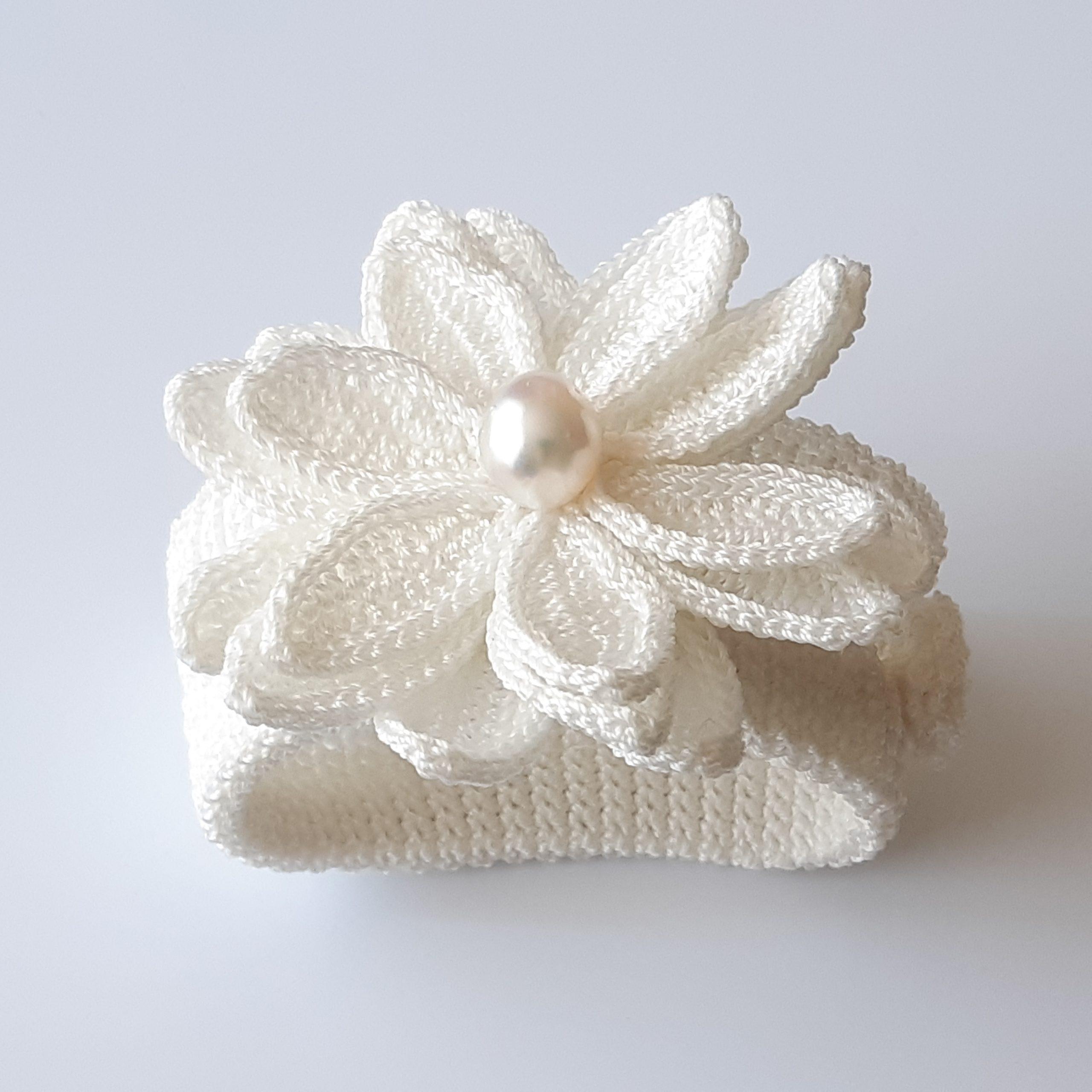 Brazalete de perla australiana y crochet