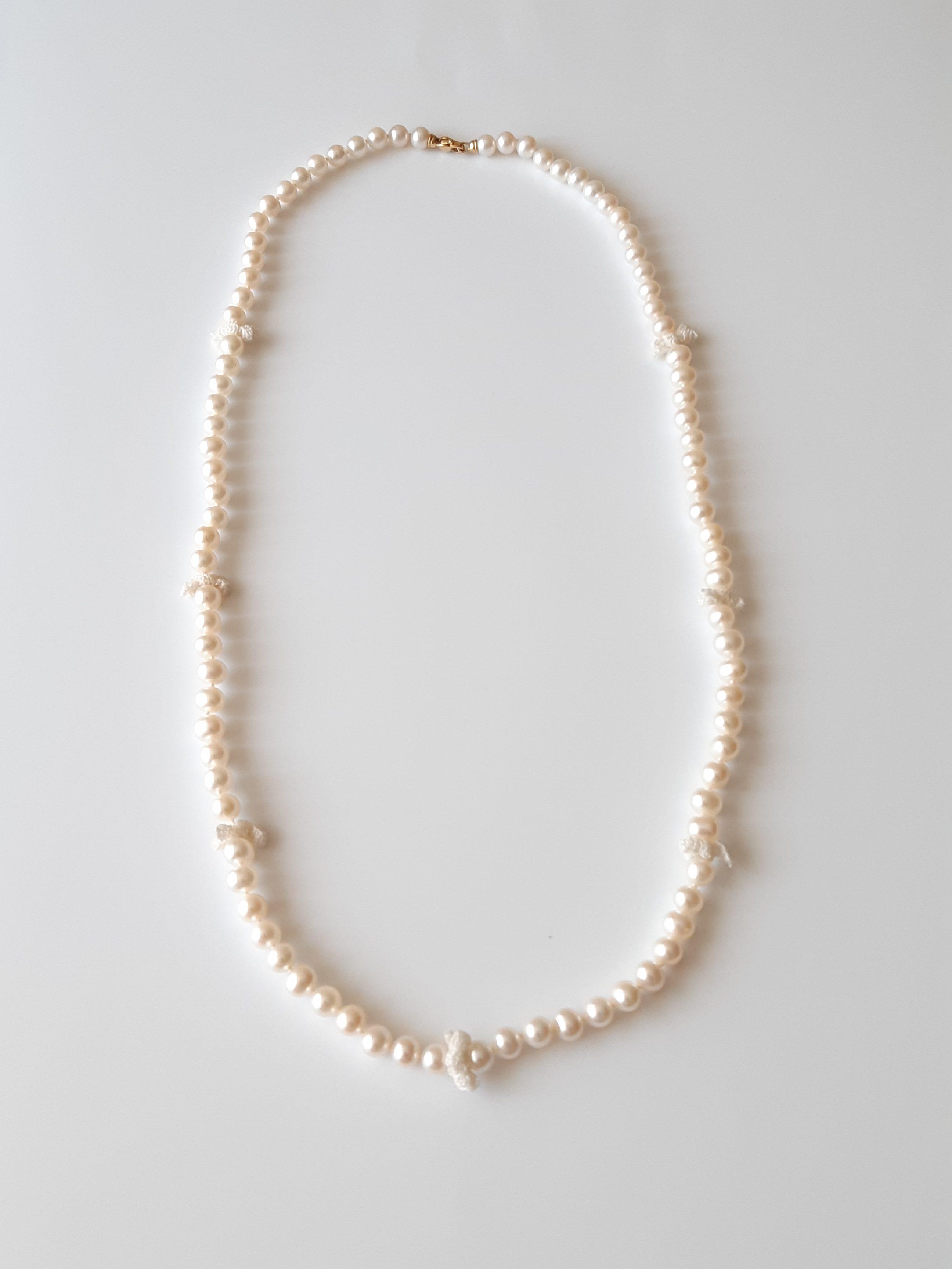 Collar de perlas de agua dulce y crochet